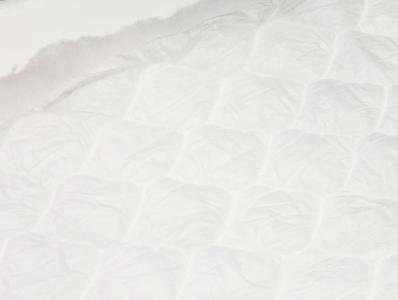 Полотно стеганное пл.100гр/м2 ш.150см (50м)